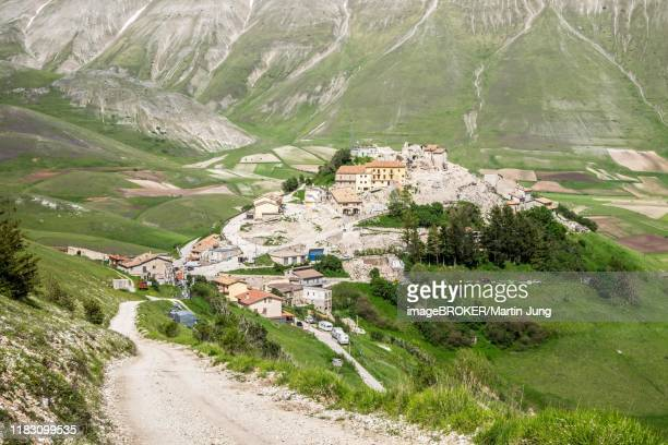 castelluccio, piano grande, norcia, monti sibillini national park, apennines, umbria, italy, destroyed by the earthquake. - ノルチャ ストックフォトと画像