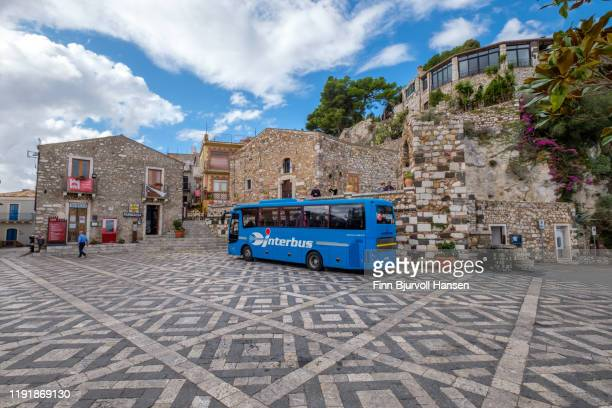 castelmola sicily - november 8, 2019/ local bus from interbus at the piazza s. antonio in castelmola sicily italy. - finn bjurvoll stock pictures, royalty-free photos & images