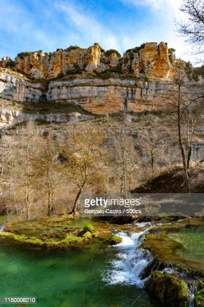 castilla y leon beauty - orbaneja del castillo photos et images de collection