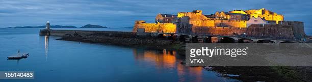 castle cornetta, saint peter port - isola di guernsey foto e immagini stock