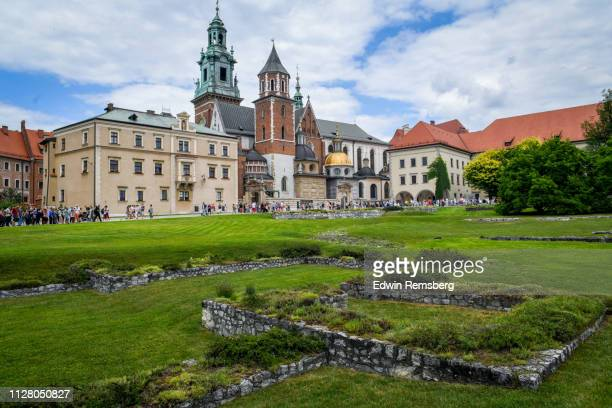 castle courtyard - wawel cathedral stock pictures, royalty-free photos & images