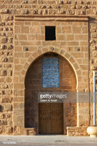 castle entrance - palace stock pictures, royalty-free photos & images