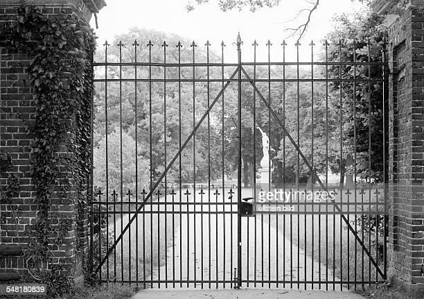 castle gate closed park statue castle Darfeld moated castle DRosendahl RosendahlDarfeld Vechte Dinkel Baum Hills Muensterland North RhineWestphalia