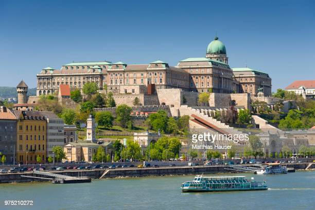 castle hill with castle palace, boat on the danube, budapest, hungary - royal palace budapest stock pictures, royalty-free photos & images
