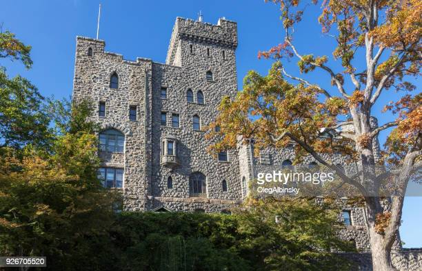 castle hotel and spa, blue sky and trees in autumn colors (foliage) in tarrytown, hudson valley, new york. - tarrytown stock photos and pictures