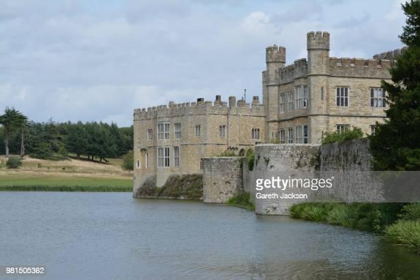 castle landscape - moat stock pictures, royalty-free photos & images