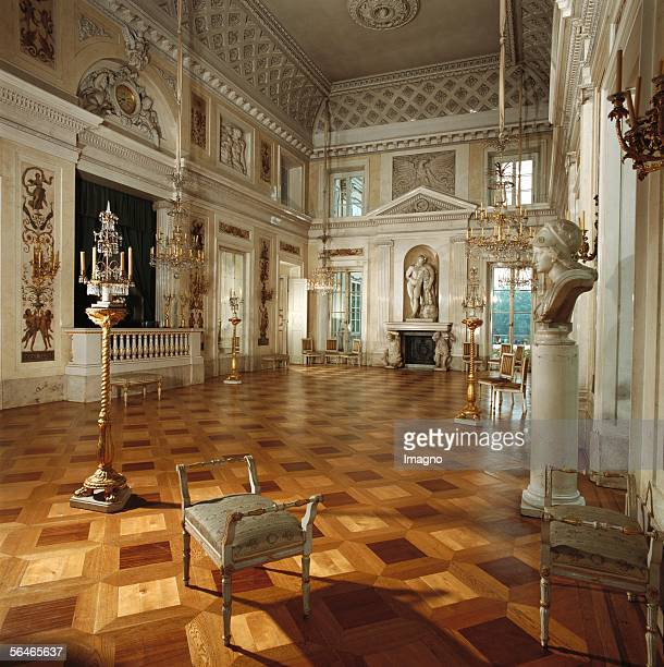 Castle Lazienki by Warsaw: The ball room was created by Jan Chrystian Kamsetzer at the water palace. Photography around 1990. [Schloss Lazienki bei...
