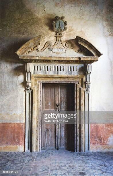 Castle Life In Sicily Le monastère bénédictin Santa Maria del Bosco transformé en chambres d'hôtes par la baronessa Antonella CHIARAMONTE BORDONARO...