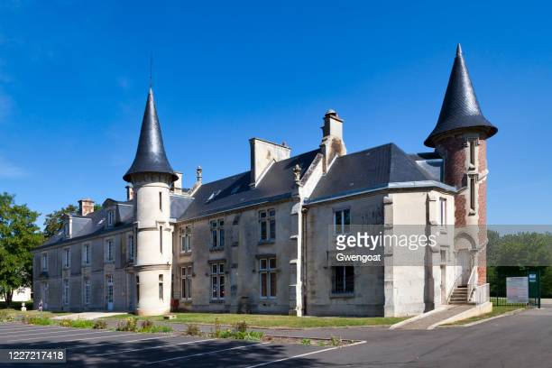 castle of geresme in crépy-en-valois - gwengoat stock pictures, royalty-free photos & images