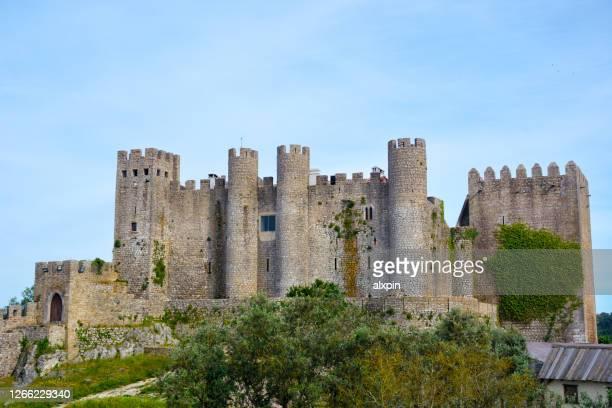 château d'obidos, portugal - leiria photos et images de collection