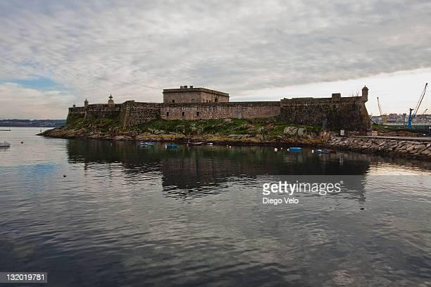 castle of san anton - provincia de a coruña fotografías e imágenes de stock