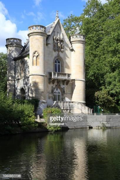 château de la reine blanche in coye-la-forêt - gwengoat stock-fotos und bilder