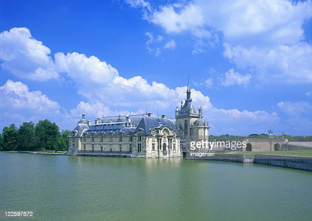 castle - chantilly picardy stock pictures, royalty-free photos & images
