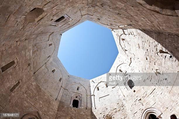 castle (castel del monte, la puglia e nell'italia meridionale - castel del monte foto e immagini stock