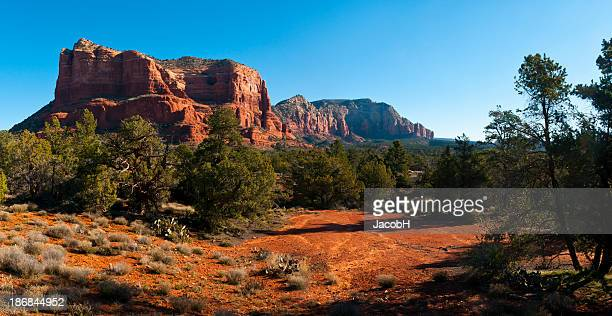 castle rock, perto de sedona - oak creek canyon - fotografias e filmes do acervo
