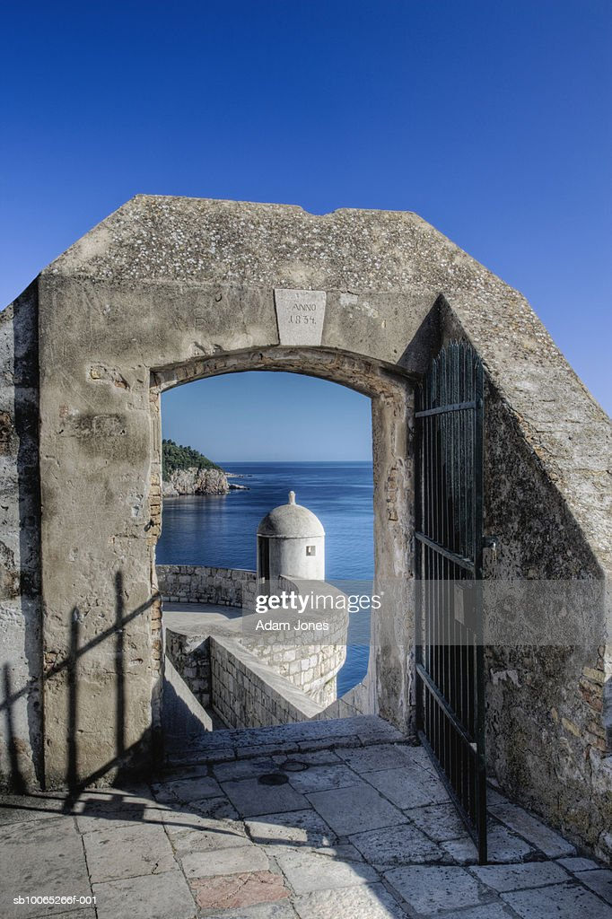 Castle with sea in background : Foto stock
