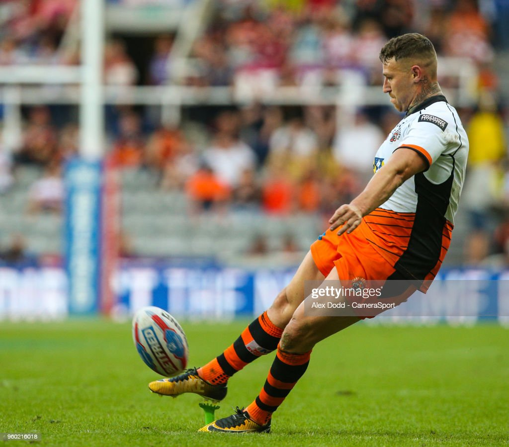 Castleford Tigers' Jamie Ellis kicks a conversion during the Betfred Super League Round 15 match between Castleford Tigers and Leeds Rhinos at St James' Park on May 19, 2018 in Newcastle upon Tyne, England.