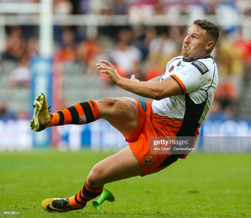 Castleford Tigers' Jamie Ellis slips while kicking a conversion during the Betfred Super League Round 15 match between Castleford Tigers and Leeds Rhinos at St James' Park on May 19, 2018 in Newcastle upon Tyne, England.