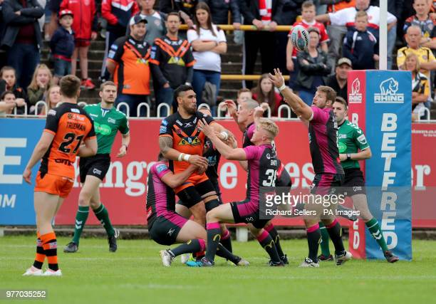 Castleford Tigers Jesse SeneLefao looks for support during the Betfred Super League match at the MendAHose Jungle Casteford