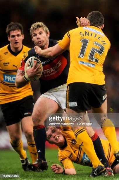 Castleford Tigers' Steve Snitch tackles Wakefield Trinity Wildcats' Glenn Morrison