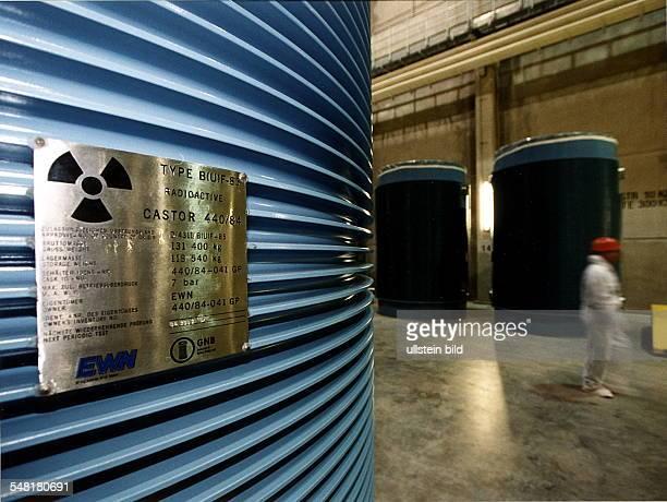 CastorBehälter im Atomkraftwerk Greifswald das für den Abriss vorgesehen ist 2000