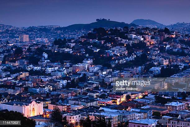 castro theater, evening - castro district stock pictures, royalty-free photos & images