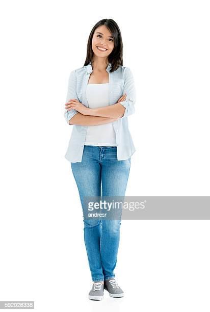 mulher latino-americana casual sorrindo - corpo inteiro - fotografias e filmes do acervo