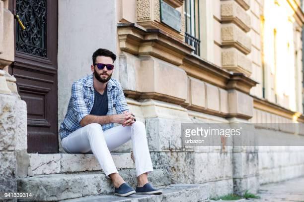uomo occasionale - pantaloni foto e immagini stock