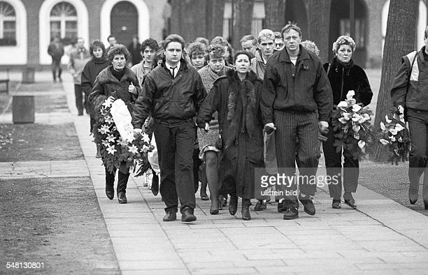 GDR Casualties at the Berlin Wall Funeral service for Chris Gueffroy at a cemetery in Berlin who was shot by East German border guards when trying to...
