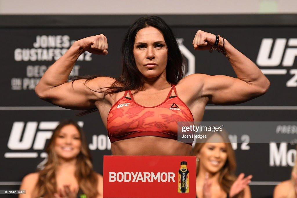 UFC 232 Weigh-ins : News Photo