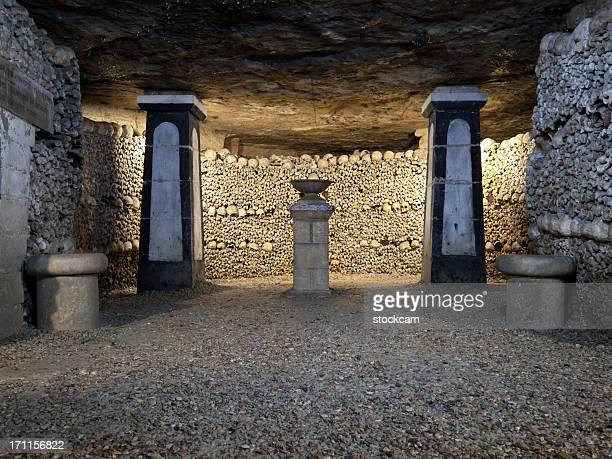 Catacombes inhumations de Paris, France
