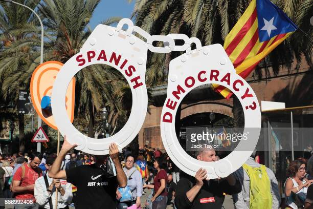 Catalan independence supporters gather outside the Parliament of Catalonia on October 27 2017 in Barcelona Spain MPs in the Parliament of Catalonia...