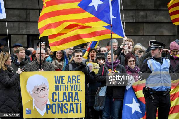 Catalan independence supporters protest outside Edinburgh Sherriff Court where Professor Clara Ponsati is appearing on March 28, 2018 in Edinburgh,...