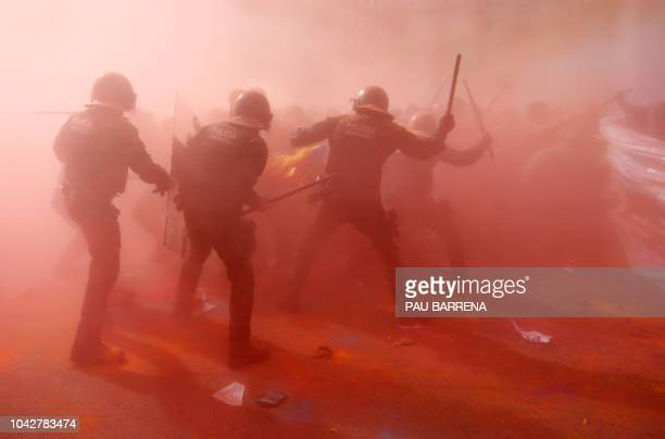 Catalan regional police 'Mossos D'Esquadra' officers clash with separatist protesters during a counter-protest against a demonstration in support of...