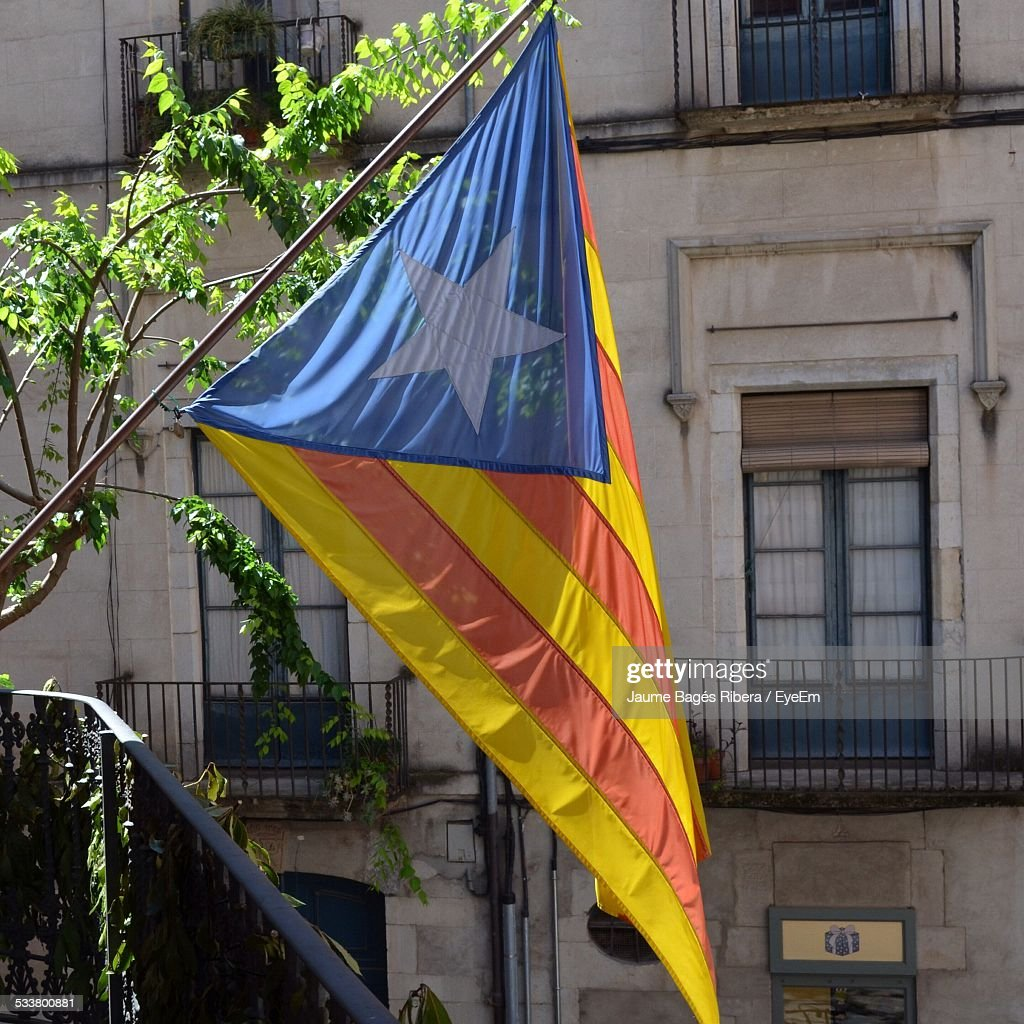 Catalonia Flag With House In Background : Foto stock