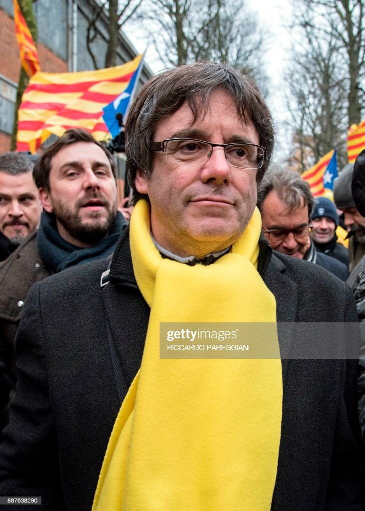 Catalonia's deposed regional president Carles Puigdemont attends a pro-independence demonstration on December 7, 2017 in Brussels. A sea of around 45,000 pro-Catalonia protesters demonstrated in Brussels on December 7 to show support for the region's deposed president Carles Puigdemont and urge the EU to support its drive for independence from Spain. / AFP PHOTO / Riccardo PAREGGIANI