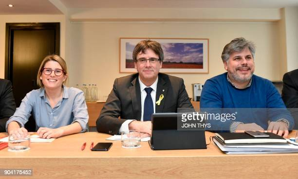 Catalonia's ousted regional president Carles Puigdemont flanked by 'Junts per Catalonia' JUNTSXCAT separatist party's member Elsa Artadi and Mayor of...