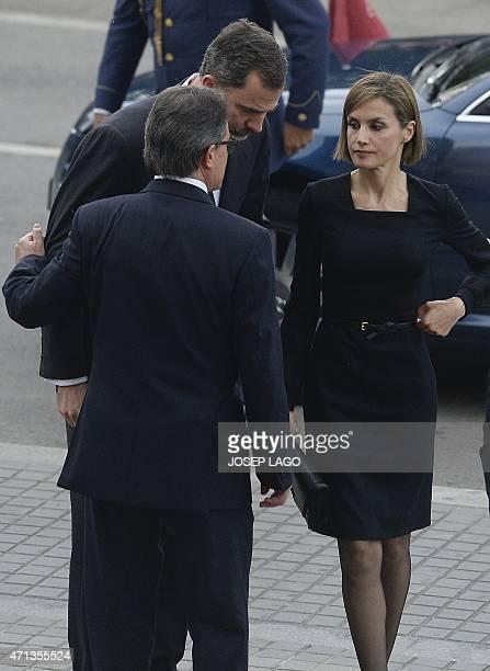 Catalonia's regional president Artur Mas speaks to Spanish King Felipe and his wife Queen Letizia on April 27, 2015 at the Sagrada Familia's basilica...