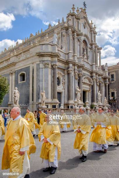 catania, maundy thursday at the saint agatha cathedral - sicily, italy - happy easter in italian stock pictures, royalty-free photos & images
