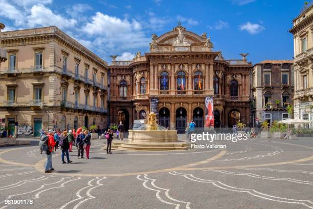 catania, piazza vincenzo bellini and theatre - sicily, italy - catania stock pictures, royalty-free photos & images