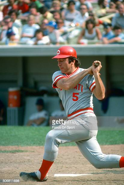 Catcher Johnny Bench of the Cincinnati Reds bats against the New York Mets during a Major League Baseball game circa 1977 at Shea Stadium in the...