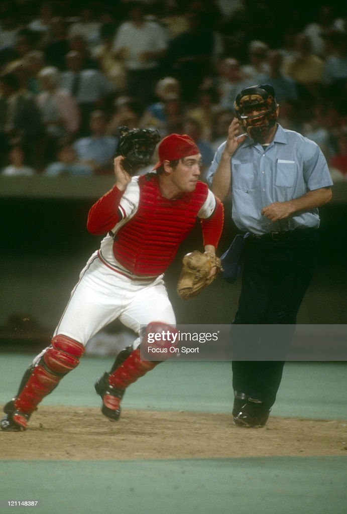 Catcher Ted Simmons of the St  Louis Cardinals chases down
