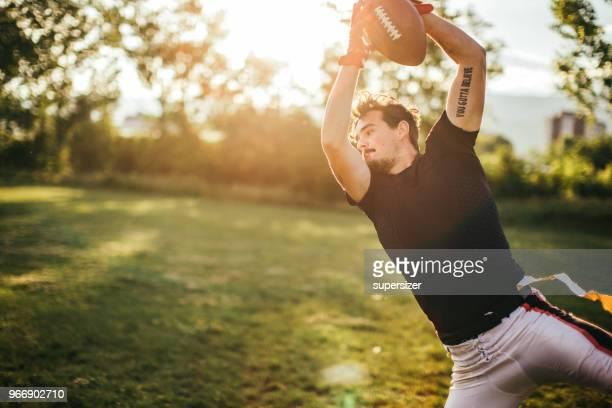 ボールを引く - つかまえる ストックフォトと画像