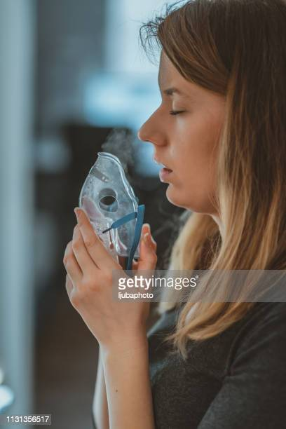 catching a cold - amigdalite imagens e fotografias de stock