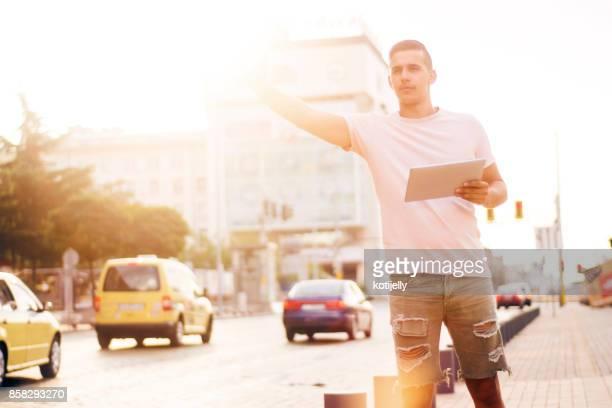 Tomar un taxi