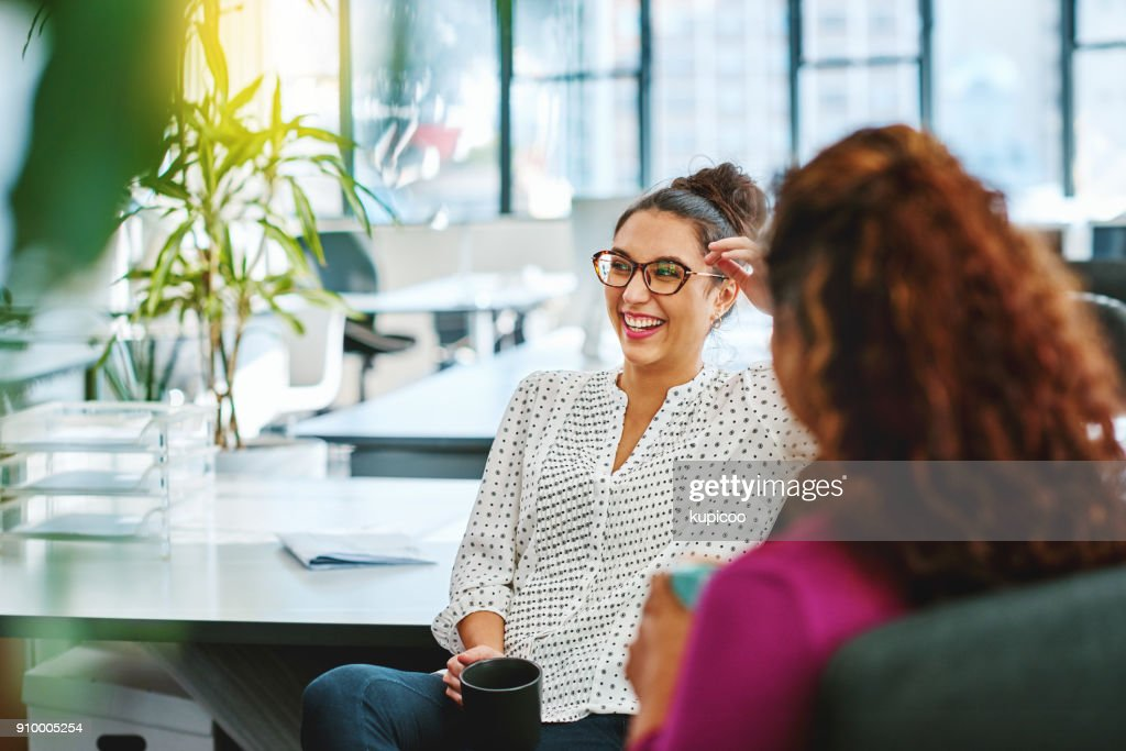 Catching up with a colleague : Stock Photo