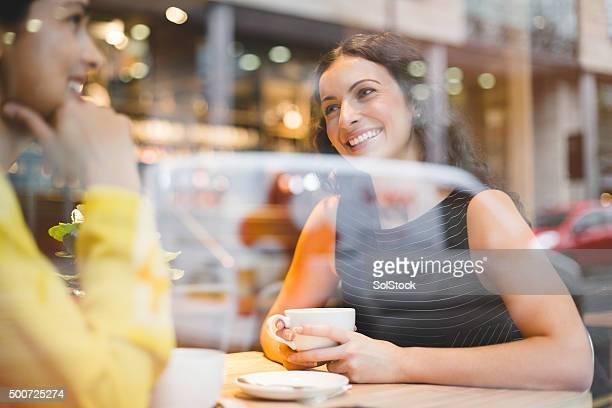Ein Treffen mit Freunden auf einen Kaffee