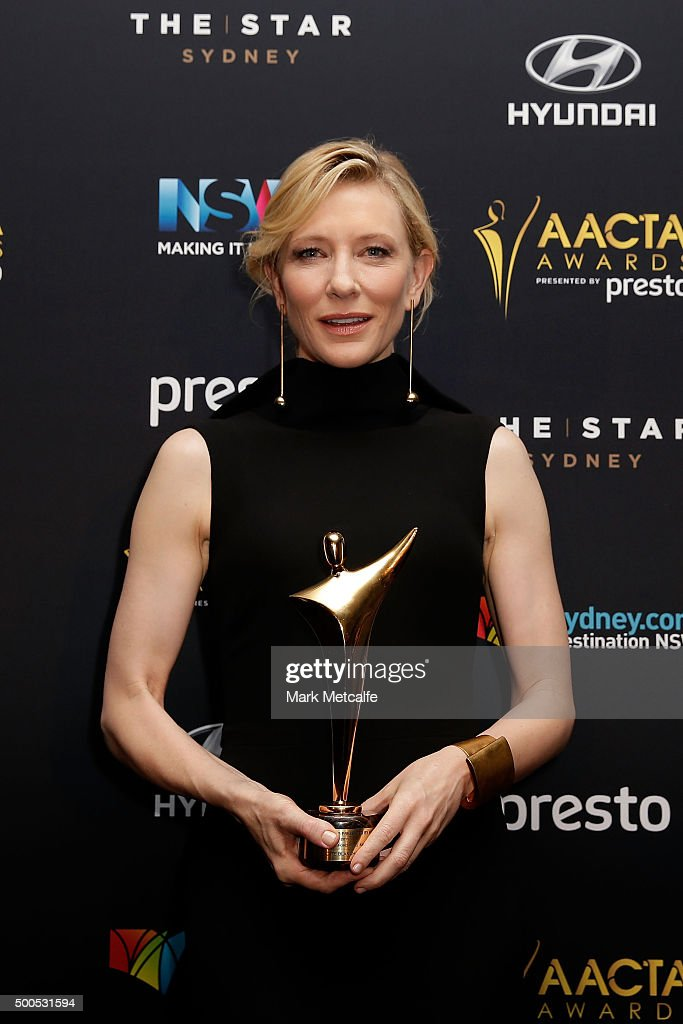 Cate Blanchett poses with the AACTA Longford Lyell Award during the 5th AACTA Awards Presented by Presto at The Star on December 9, 2015 in Sydney, Australia.