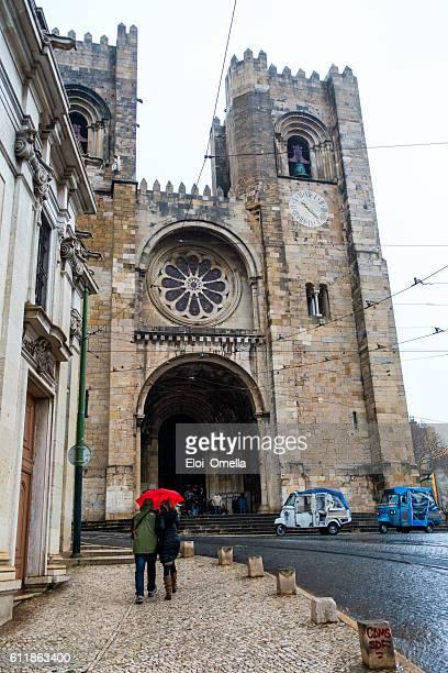 catedral da sé de lisboa rain vertical people tuk