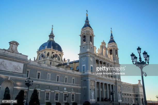 catedral de la almudena - realeza stock pictures, royalty-free photos & images